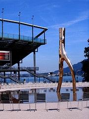 Bregenz Festspielhaus - Skulptur »Ready Maid«