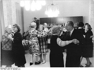 Bundesarchiv Bild 183-P1225-0016, Berlin, Heil...