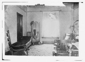 Raum-im-Chippendence-Hotel-um-1915