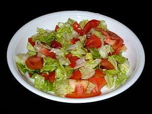 Eisbergsalat mit Tomaten