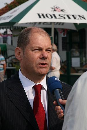 Olaf Scholz im August 2009 bei einer Wahlkampf...