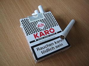 Schachtel filterlose Zigaretten der Marke KARO...