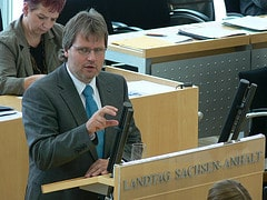 Jens Bullerjahn vor dem Landtag