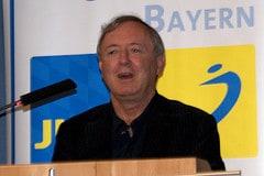 Dr. Max Stadler bei seinem Grußwort für die JuLis