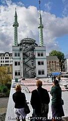 Grün-weiße Minarette auf der Centrum-Moschee i...