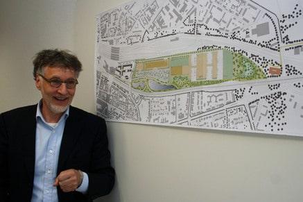 Kurt Krieger erläutert seinen Planungen für das Güterbahnhofsgelände in Duisburg