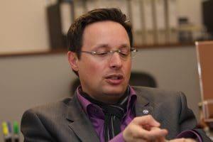 Rubinstein, Der Einzige: Verkimmelt gegen das Establihment