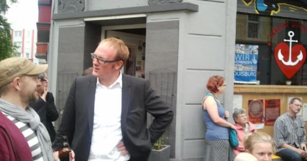 Hat viel versprochen: OB Sören Link vor der Heimat Hochfeld. mupflpic