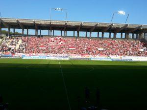 """Die anwesenden Zuschauer verwandelten das Stadion in Offenbach zum """"Hexenkessel"""""""