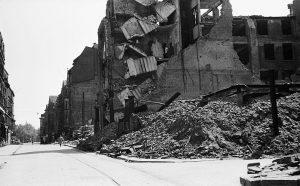 1945 (15)