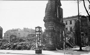 1945 (16)