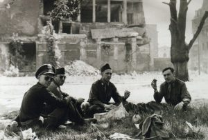 1945 (17)