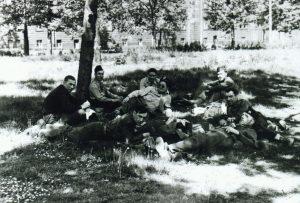 1945 (18)