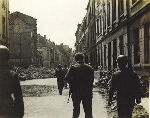 1945 (24)