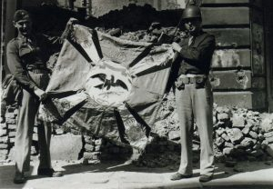 1945 (25)