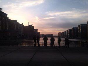 Die Sonnenuntergänge am Innenhafen sind so imposant, dass man hier regelmäßig Hobbyfotografen mit Spiegelreflexkamera und Stativ antrifft. - Foto: Privat