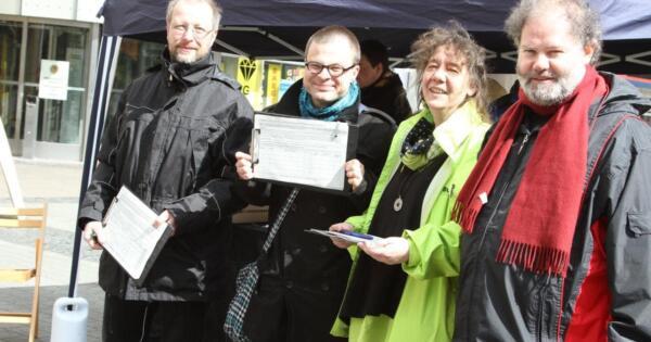 Sammeln seit heute Unterschriften zum Erhalt der Platanen: Dr. Johannes Meßer, Jens Schmidt, Kerstin Ciesla und Matthias Schneider