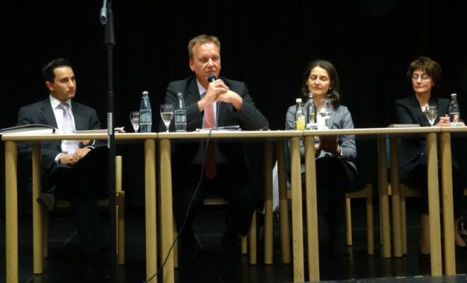 (v.l.n.r.) Mahmut Özdemir (MdB), Burkhard Lischka (MdB), Mechthild Schulten (Leiterin Malteser Hospiz St.Raphael) , Dr. Martina Heinemann (Palliativärztin)