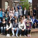 Mahmut Özdemir (MdB) mit Schülerinnen und Schülern der Jahrgangsstufen 9. und 10.der Herbert-Grillo-Gesamtschule in Marxloh