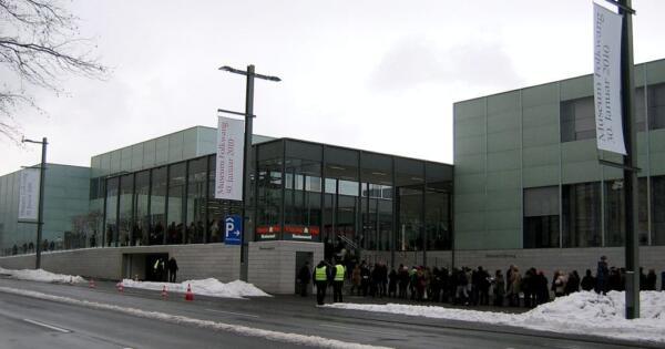 Julius1990 - Eigenes Werk Frontansicht des Museum Folkwang in Essen