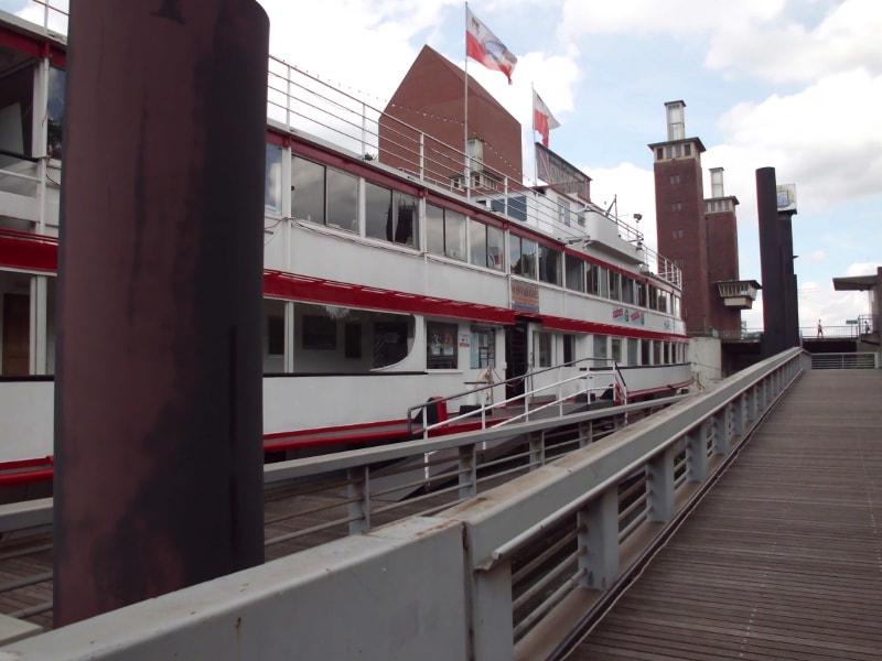 Ausflugsschiff Nostalgie im ehemaligen Holzhafen 1 - (c) Reinhard Matern