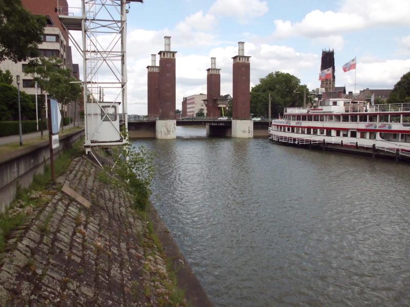 Ausflugsschiff Nostalgie im ehemaligen Holzhafen, vor dem Schwanentor 2 - (c) Reinhard Matern