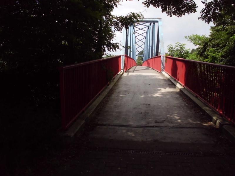 Fußgängerbrücke über den Kanal - (c) Reinhard Matern