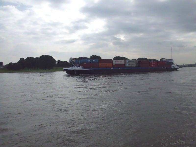 Containerschiff - (c) Reinhard Matern