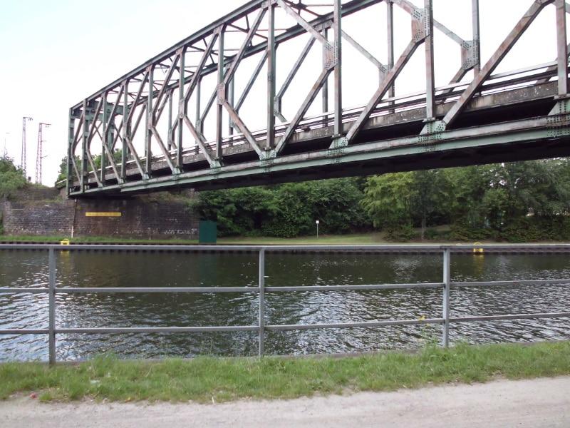 Eisenbahnbrücke von unten - (c) Reinhard Matern