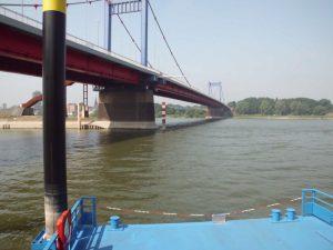 Kanalmündung in den Rhein 2 - (c) Reinhard Matern