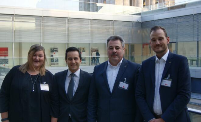 Michelle Mauritz (EVG-Jugend), Mahmut Özdemir (MdB), Bruno Sagurna und Stefan Kibbas (beide DB Cargo).