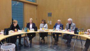 Susann Rüthrich (Kinderbeauftragte der SPD-Bundestagsfraktion), Bärbel Bas (Parlamentarische Geschäftsführerin und Mitglied im Gesundheitsausschuss), Martina Stamm-Fibich (SPD-Berichterstatterin für Kinder- und  Jugendgesundheit), Heinz Sprenger (RISKID), Dr. Ralf Kownatzki (RISKID)