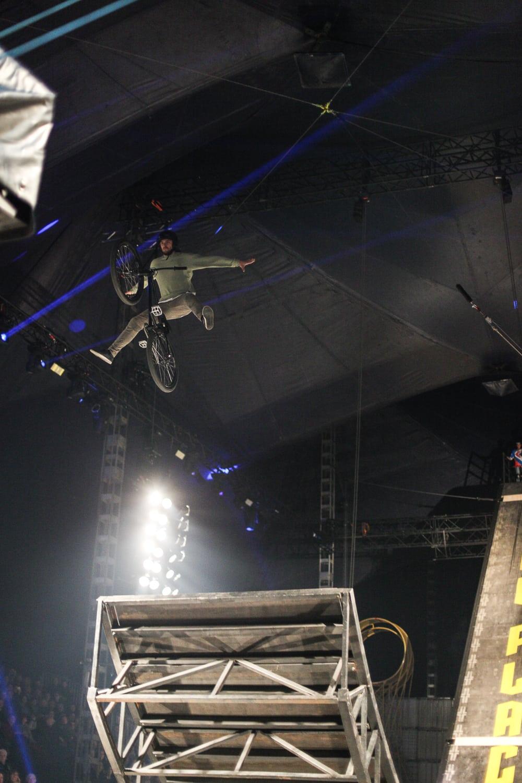 Premiere in Duisburg – Flic Flac überrascht mit komplett ...