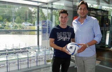 Sportdirektor Ivo Grlic mit Sinan Karweina - Foto: MSV Duisburg