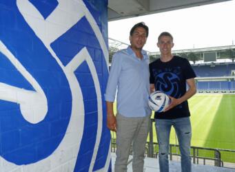 Sportdirektor Ivo Grlic mit Arne Sicker - Foto: MSV Duisburg